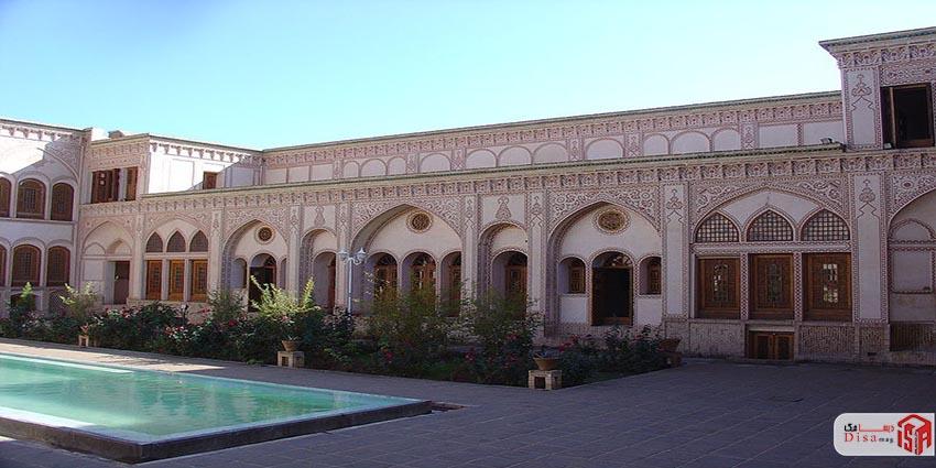 حیاط اصلی خانه عامری های کاشان