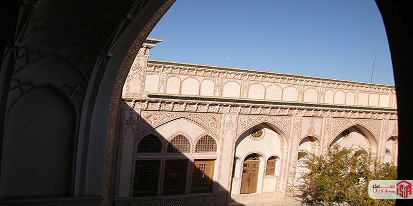 ورودی خانه عامری های کاشان