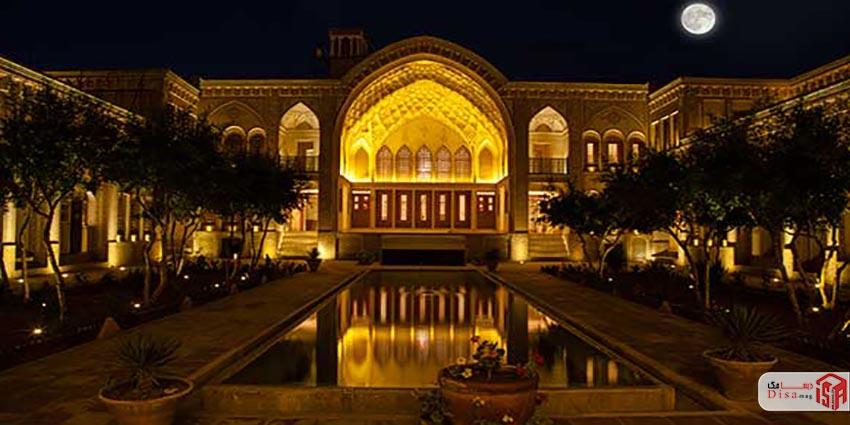 معماری خانه عامریها در شب